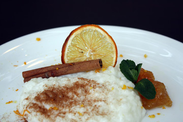 Rissoto dessert with gem and cinnamon
