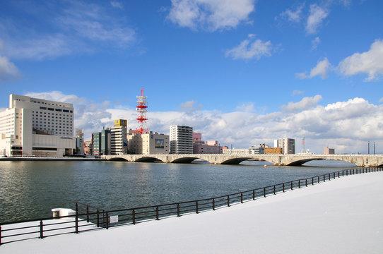 万代橋雪晴れ