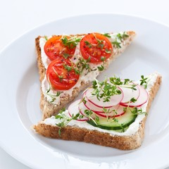 Bread with quark cheese and vegetables