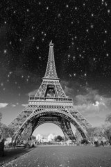 Fototapete - Dramatic view of Eiffel Tower with Sky on Background