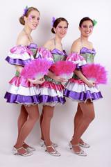 3 aus einer 6er Tanzgruppe