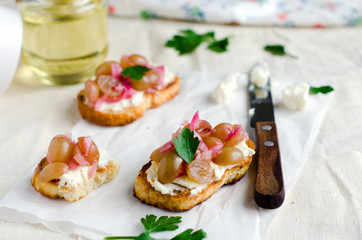 Crostini with feta cheese and grape