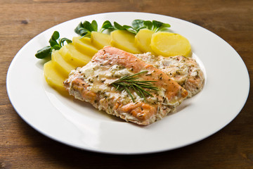 salmon fillet with potatoes