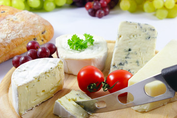 Cheeseboard and bread - Käseplatte und Brot