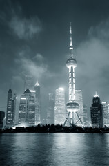 Fototapete - Shanghai skyline at night in black and white