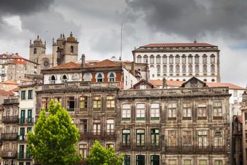 Fotorolgordijn Algerije Typical architecture of the old Porto downtown, Portugal