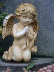Engel auf Knie betend