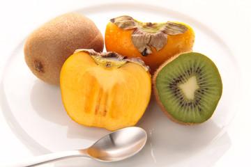 Dessert mit Kiwi und Sharon