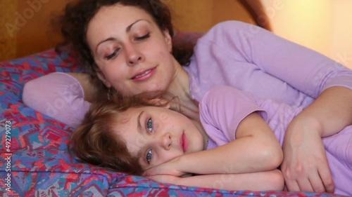 фото спящие голые мамы