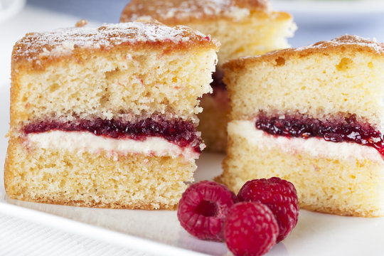 Spongecake and Raspberries