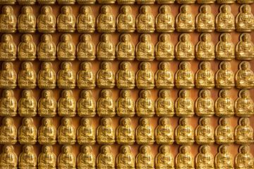 10000 golden buddhas wall