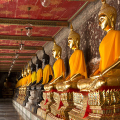 golden and black buddhas