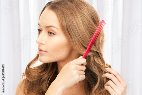 Модные женские стрижки на вьющиеся волосы 50 фото