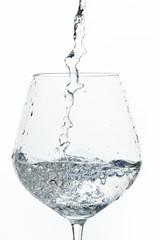 Wasser ins Wasserglas