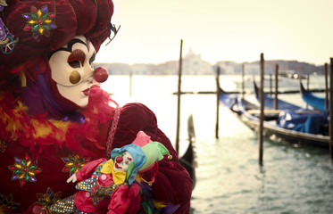 Fototapete - Clown with gondola and puppet in Venice