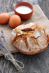 Frisches Brot aus Vollkornmehl