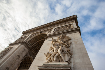 Fototapete - Arc de Triomphe in Paris - France