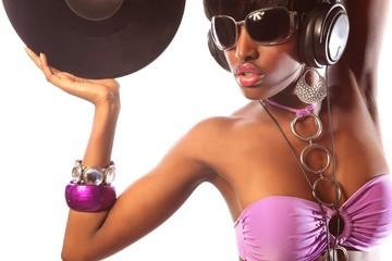Frau mit Brille in farbigem Bikini glamourös in Disco 2