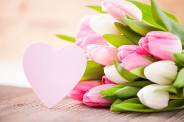 Tulpen und Herz