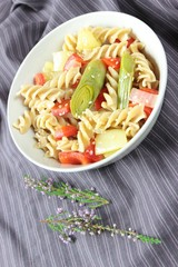 fusilli with vegetables and sesame seeds