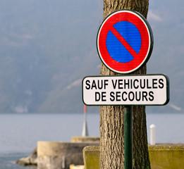 panneau d'interdiction de stationner,accès secours