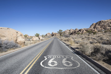 Keuken foto achterwand Route 66 Joshua Tree Desert Highway with Route 66 Sign