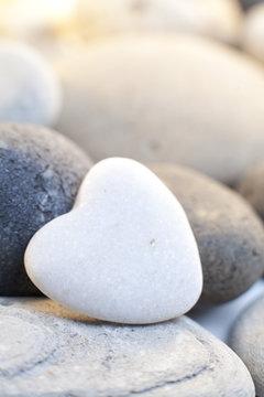 coeur en pierre blanche