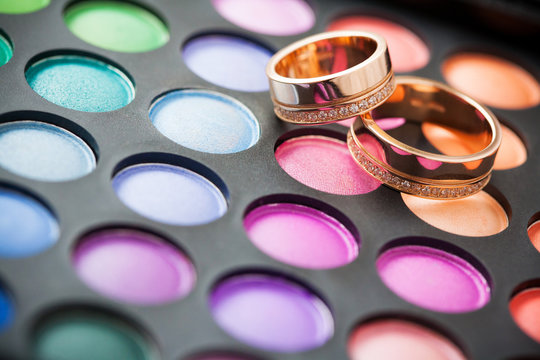 makeup kit for eyes and wedding rings
