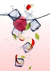 Foto op Canvas In het ijs Red apple slices with ice cubes