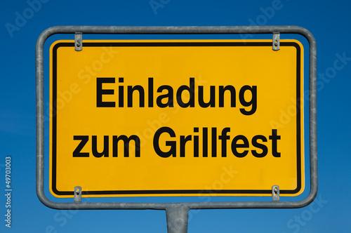 """Ortsschild Mit Blauem Himmel Einladung Zum Grillfest"""" Stockfotos"""