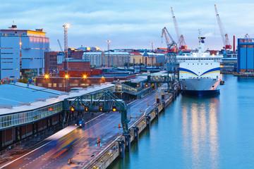 Fond de hotte en verre imprimé Port Evening view of the Port of Helsinki, Finland