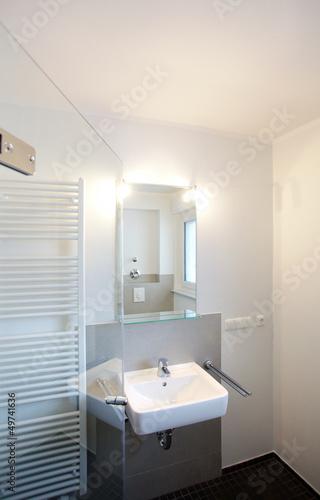 kleines badezimmer nach renovierung stockfotos und lizenzfreie bilder auf bild