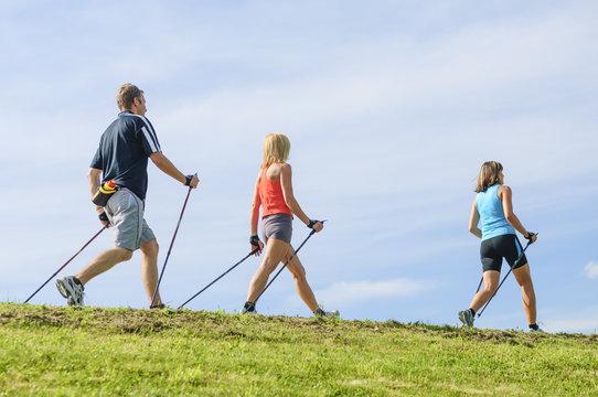 Beim Nordic Walking