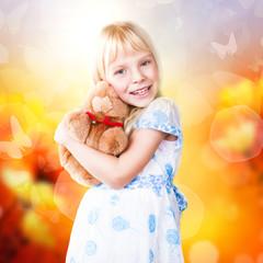 kleines Mädchen vor Frühlingshintergrund
