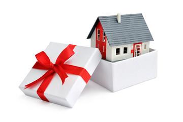 Haus im Geschenkkarton