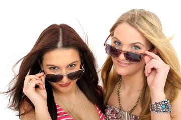 zwei Frauen mit Sonnenbrille