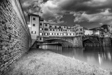 Fototapete - Ponte Vecchio over Arno River, Florence, Italy. Beautiful black