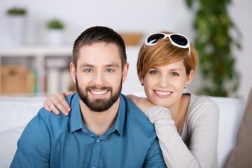 junges paar in der gemeinsamen wohnung