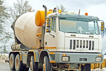 mixer for the transportation of cement and concrete