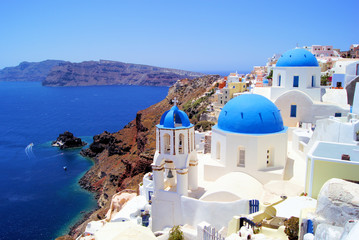 Blue and white churches of Oia village, Santorini, Greece Fotomurales