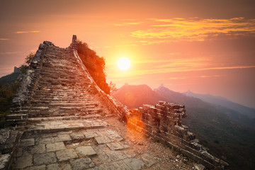 Fotobehang Chinese Muur the great wall ruins in sunrise