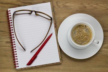 Arbeitstisch mit Kaffeetasse
