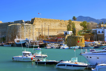 Keuken foto achterwand Cyprus Harbour and medieval castle in Kyrenia, North Cyprus.