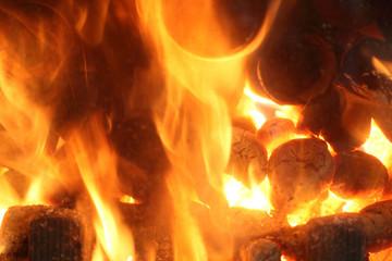 Płomienie, ogień z kominka, faktura ognia.