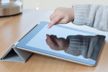 Kind und Tablet PC