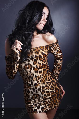 брюнетки в леопардовам платье фото
