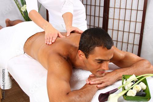Девушка делает массаж члену