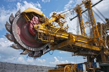 huge mine excavator for brown coal