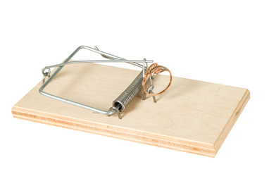 A mouse trap with golden ring
