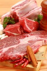 Viande raw beef on cutting board